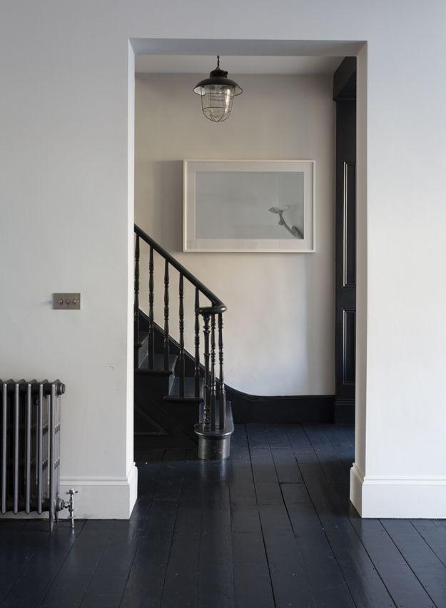 Extreem vloer van zwarte planken | Inspiratie - Houten vloeren schilderen @WS59