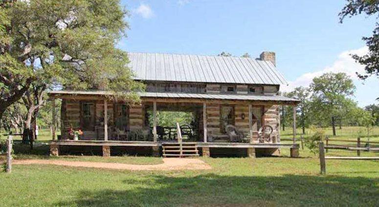 Charmant Dogtrot Log Cabin Bed And Breakfast In Fredericksburg, TX