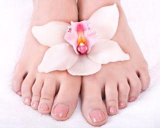 وصفة طبيعية لفطريات الأقدام وصفة منزلية طبيعية للقضاء على الفطريات بين اصابع القدم بسهولة تعتبر الإصابة بفطريات الأقدام Womens Nails Celebrity Nails Nail Art
