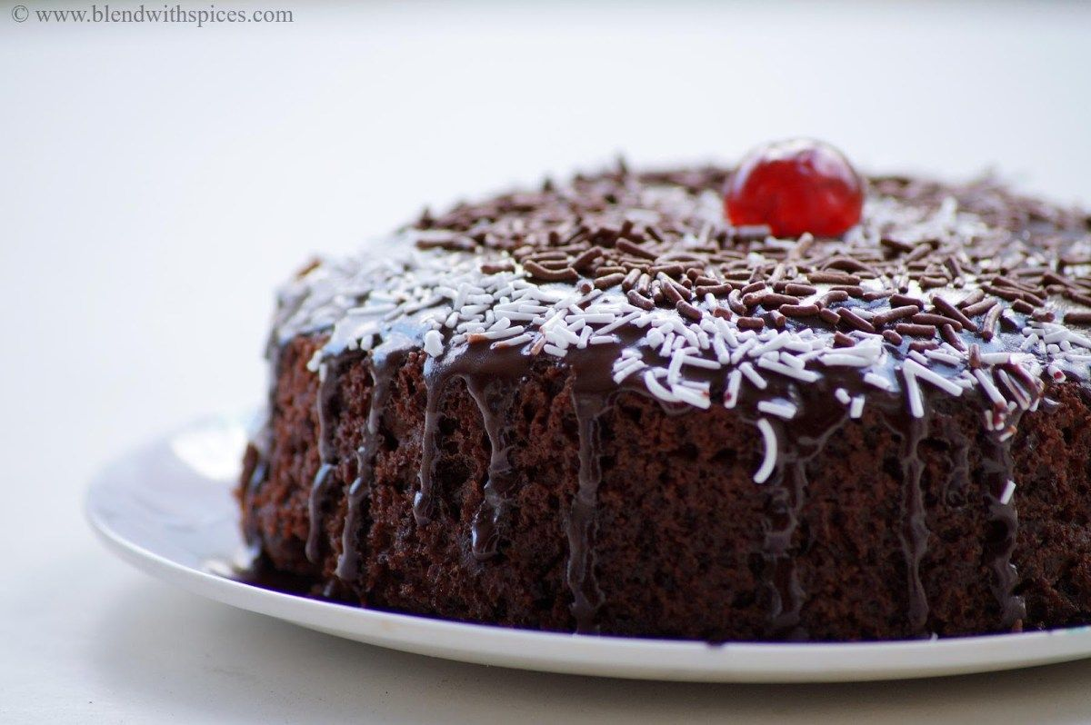 Eggless Chocolate Cake Recipe without Oven (With images ...