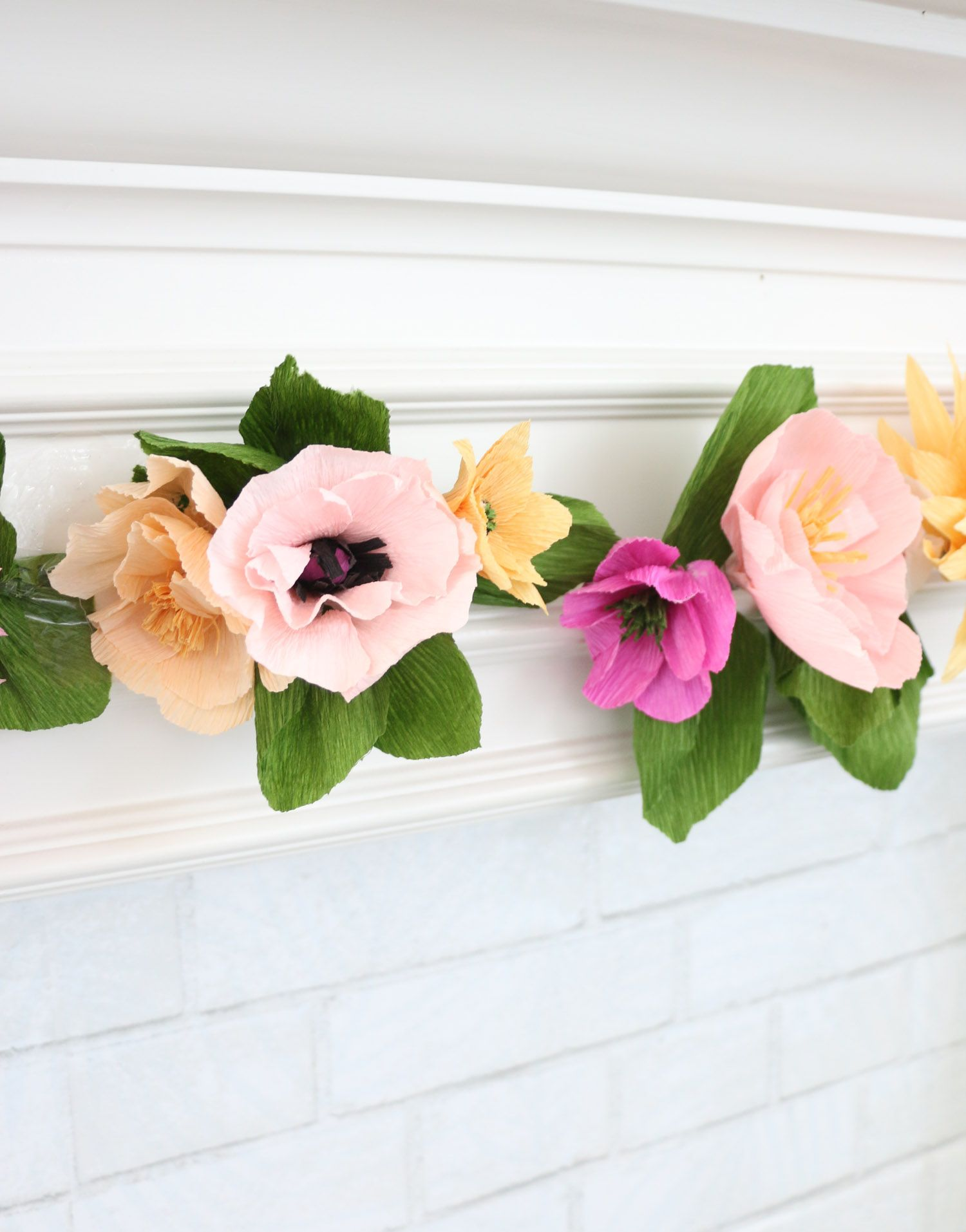 Make A Crepe Paper Flower Garland Paper Flowers Paper Flower