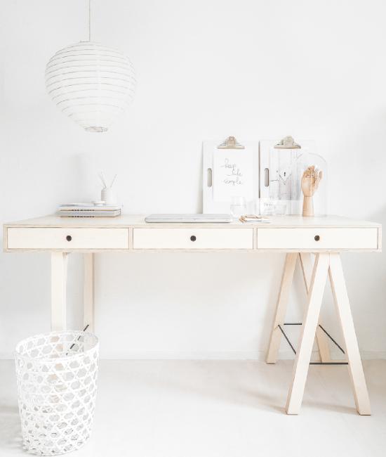 Mes coups de coeur déco de la semaine… - www.decocrush.fr white scandinavian wooden home office desk... joli bureau brutcen bois