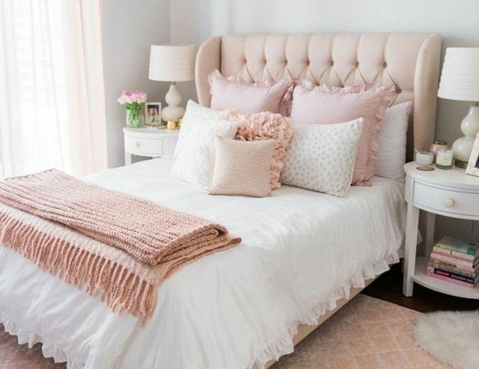 Decoration Chambre Fille Tapis Lit Tete De Lit Et Coussins Rose