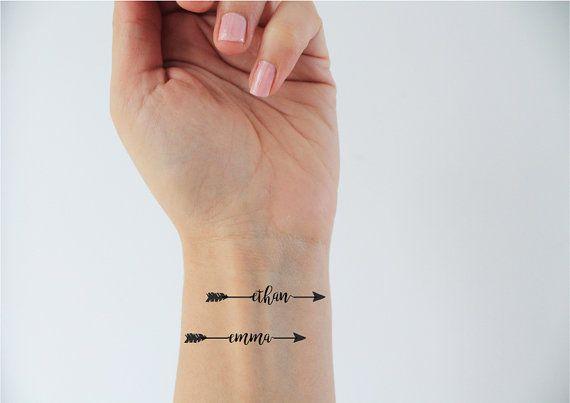 4 tatuajes temporales de nombres con una flecha o una. Black Bedroom Furniture Sets. Home Design Ideas