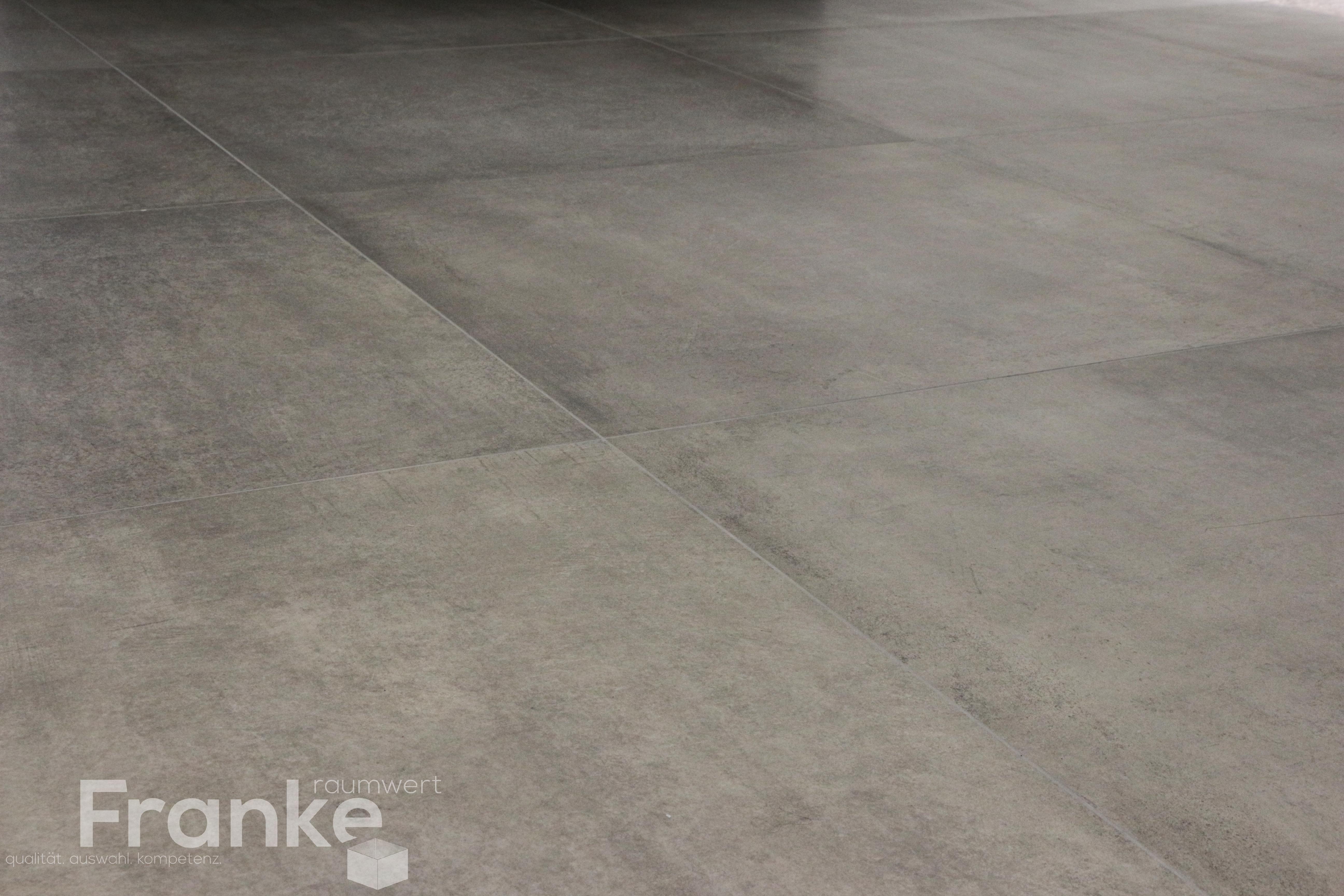 Bodenfliese Im Großformat X Cm Im Betonlook Httpwwwfranke - Fliesen grossformat shop