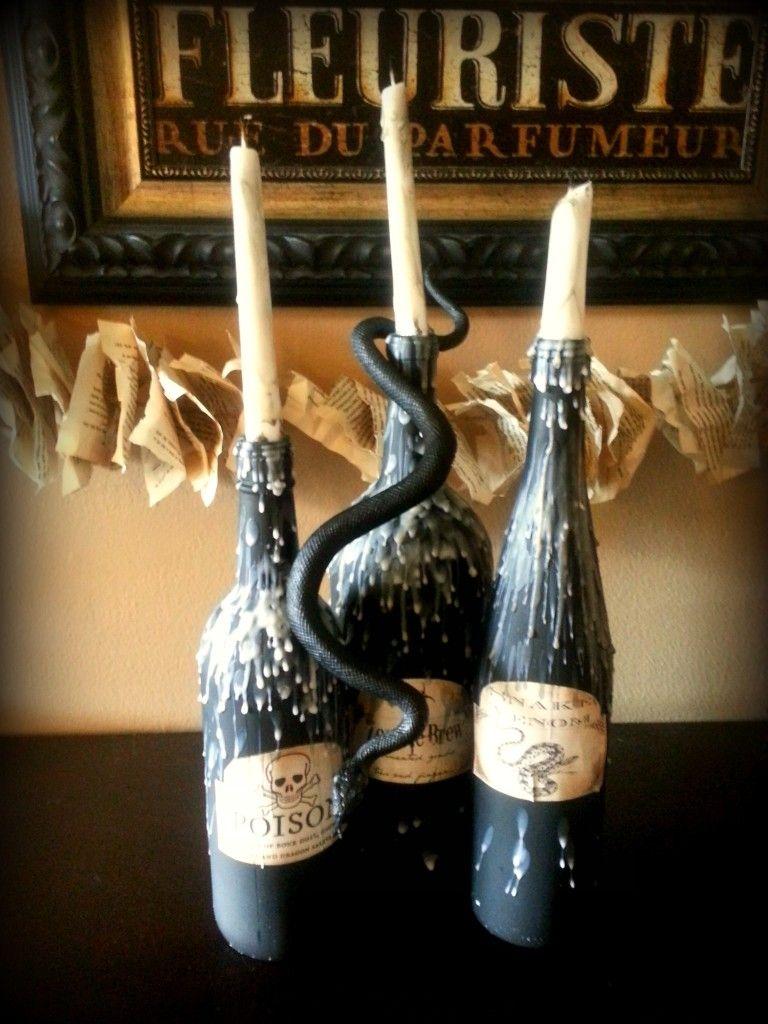Ideia de DECORAÇÃO: garrafas de vidro e velas. (from: http://loveitsoirees.com/halloween-potion-wine-bottles-diy/)