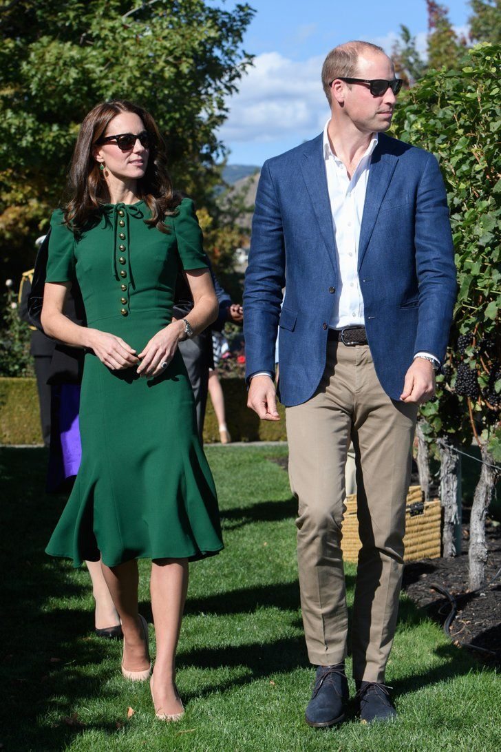 foto All the Ways William and Kate Have Broken Royal Protocol