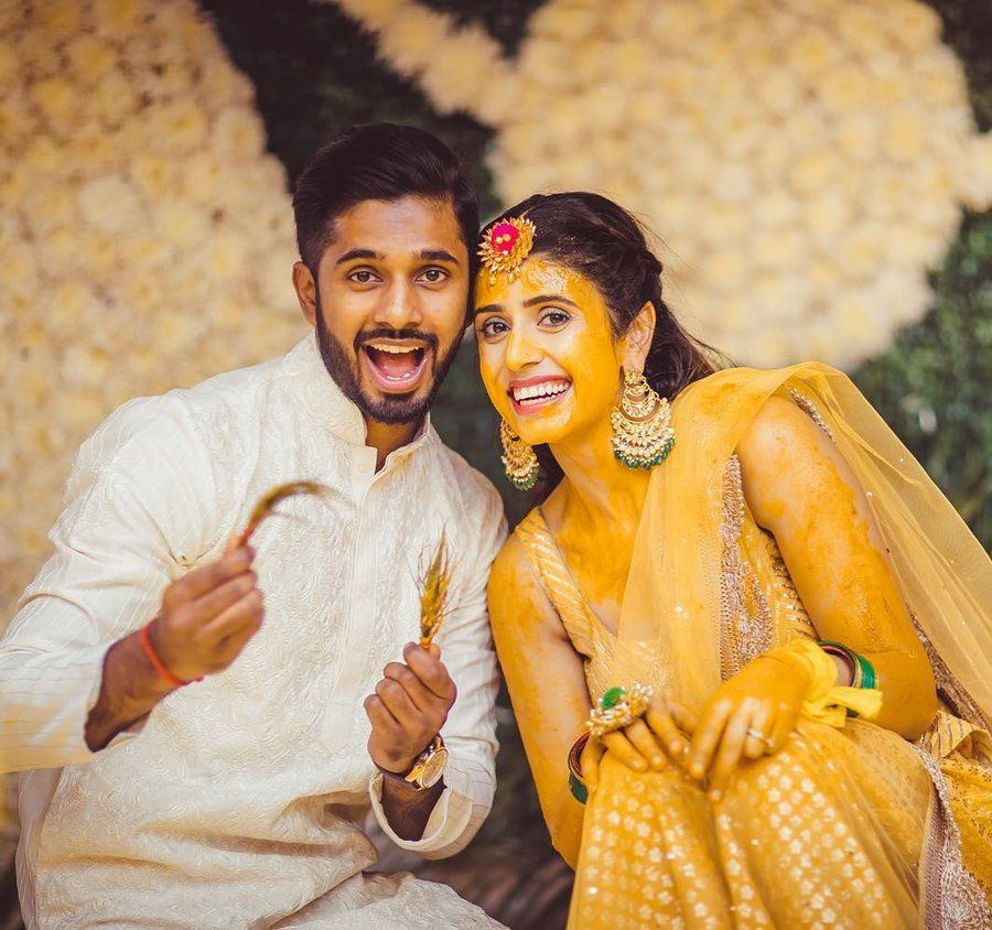 Wedding Pictures Of Brides With Her Siblings Will Leave You In Aww Indian Wedding Pictures Indian Wedding Photography Poses Wedding Photos Poses