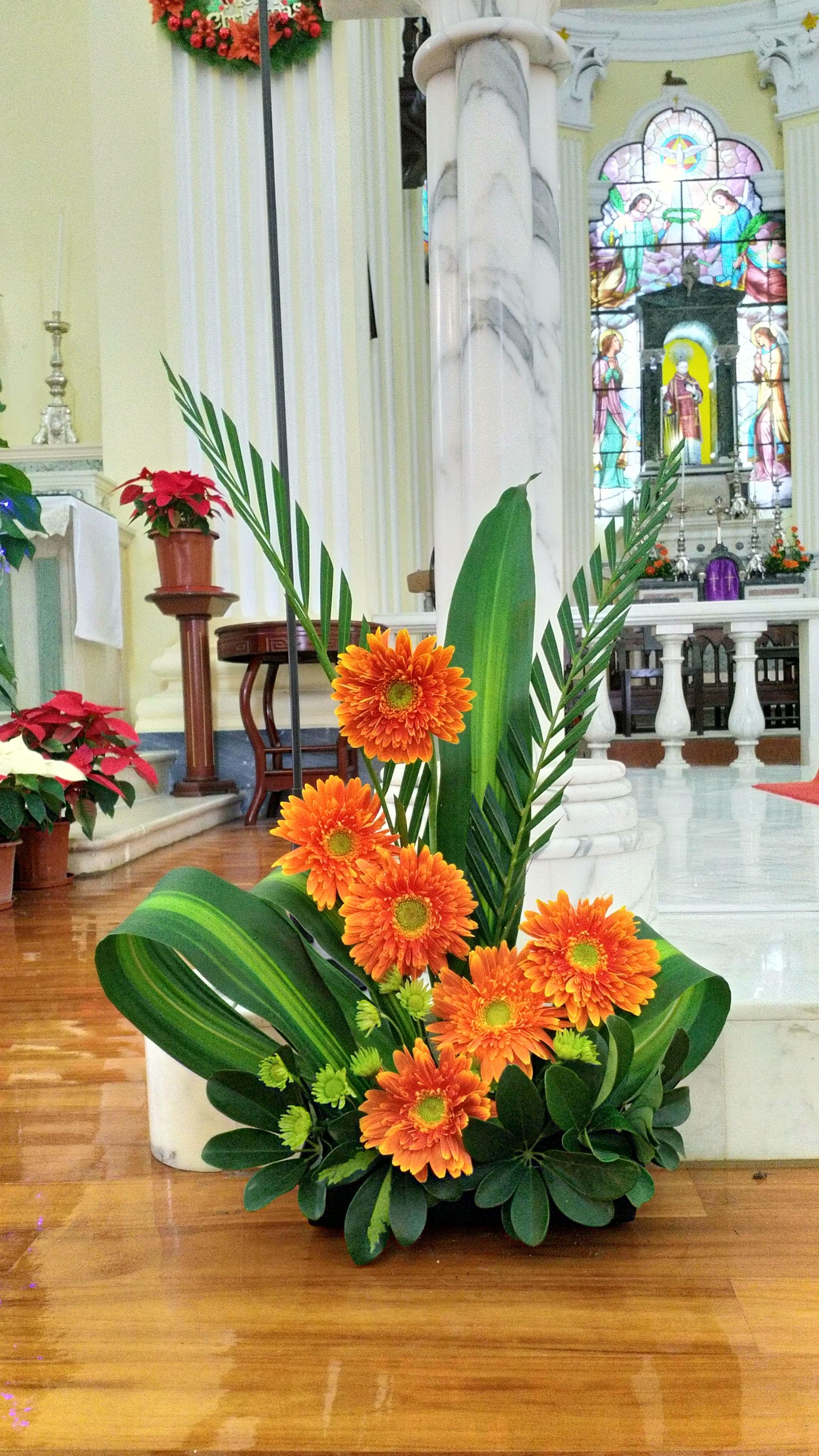 2018 12 15 Igreja De Sao Lourenco Macau Sar Tropical Flower Arrangements Tropical Floral Arrangements Modern Flower Arrangements