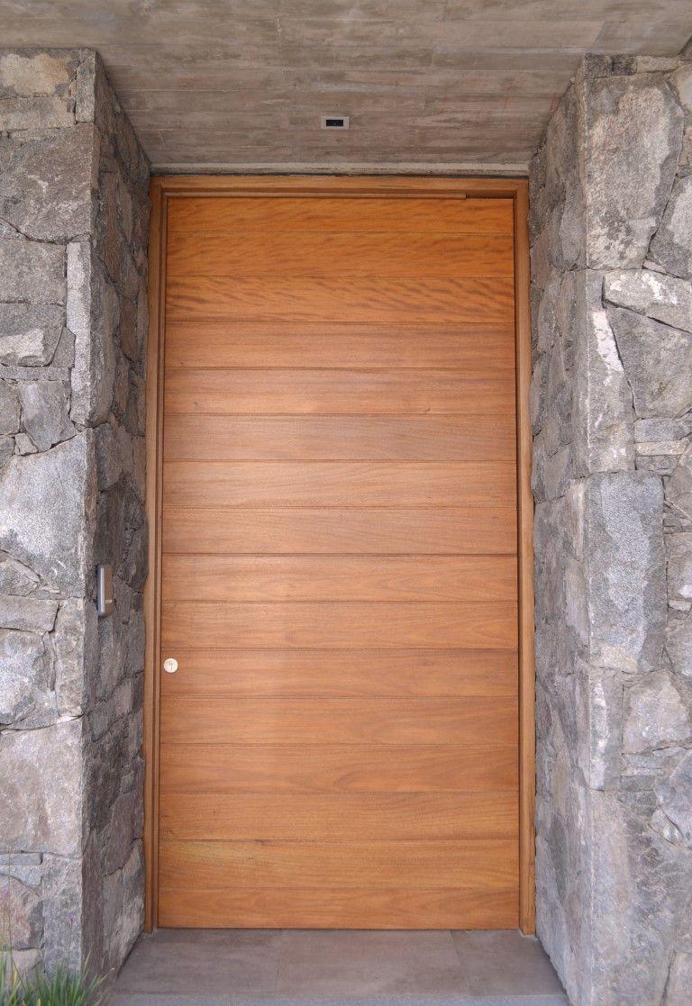 Puerta machiembrada horizontal en madera de okum dise o for Puertas ingreso madera