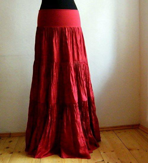 Červená...dlouhá hedvábná sukně bohatě řasená