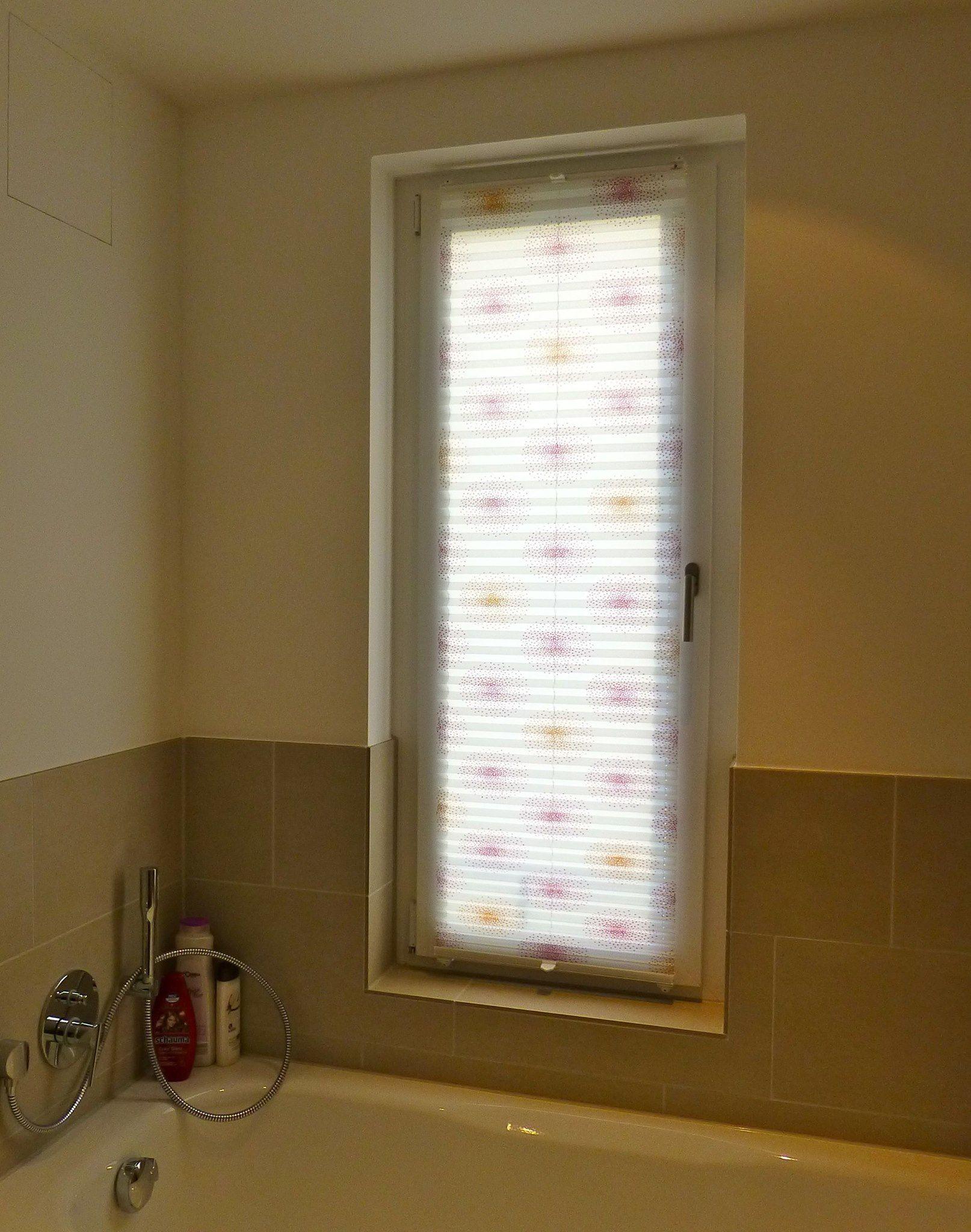 Tolle Fensterdeko im Bad Badezimmer Plissee mit Muster bathroom