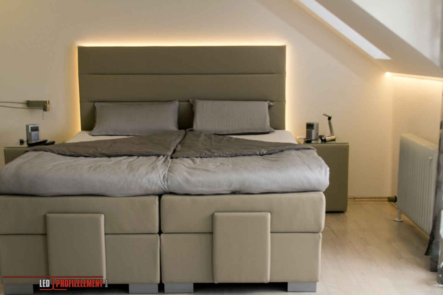 indirekte beleuchtung hinter dem bett www. Black Bedroom Furniture Sets. Home Design Ideas