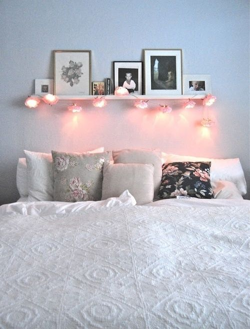 design inspo 25 jaw dropping bedrooms from pinterest lichterkette kombination und bett. Black Bedroom Furniture Sets. Home Design Ideas