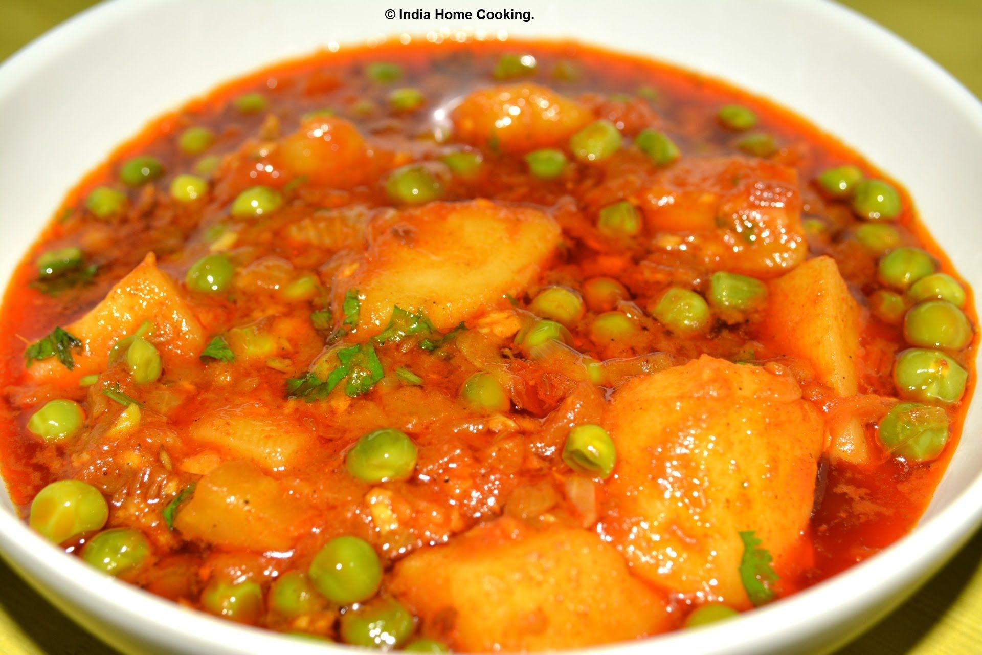 Aloo Matar Or Potato With Green Peas Is Very Famous Indian Vegetable Curry You Will Love To Eat North Indian Style Gr Matar Recipe Indian Food Recipes Recipes