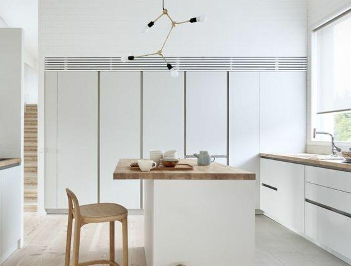 cuisine équipée moderne, cuisine blanche plan de travail bois