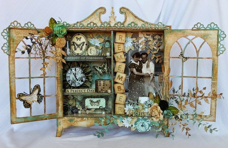 Shadow Box обычно представляет собой глубокую коробку или раму, часто имеющую стеклянную дверцу. Внутри нее в виде трехмерного коллажа помещ...