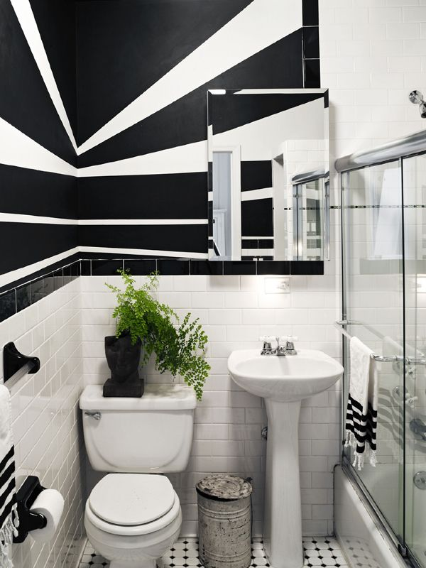 An Intriguing Brooklyn Brownstone Apartment The Black And White Wall Designs Add Depth Interest