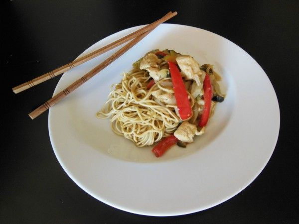 wok-poulet-legumes-nouilles