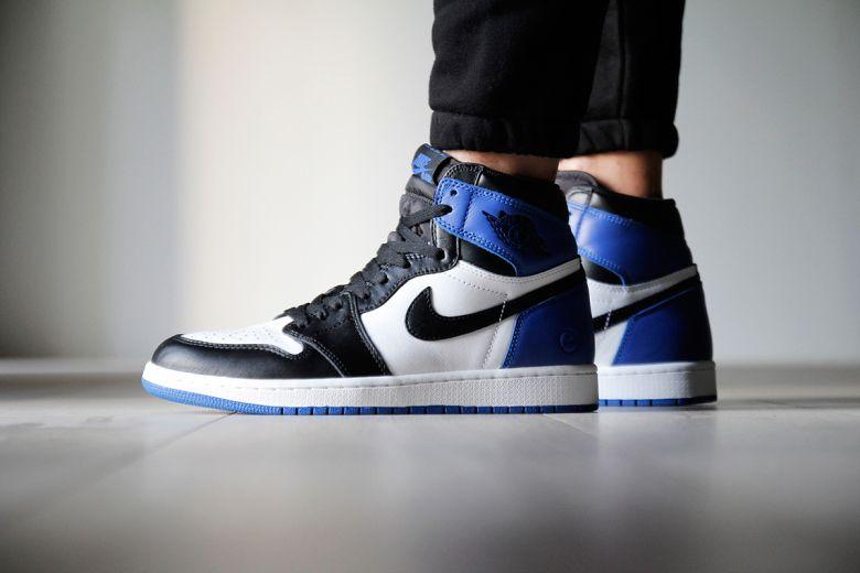 Nike Air Jordan 1 Haut Le Retour Des Vêtements Noirs-noir-bleu-yeux-