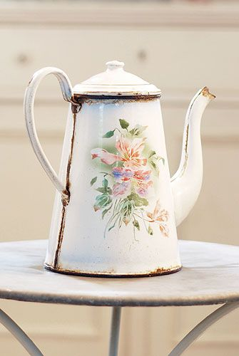 Decorative Country Living - Vintage - Enamelware