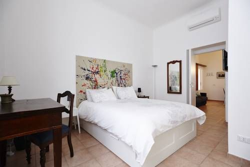 Brera Apartments in Sempione Park Milano Located next to Parco Sempione Park in Milan, Brera Apartments offers self-catering apartments in modern style. Featuring free Wi-Fi throughout, the apartments are a 15-minute walk from the Brera area.
