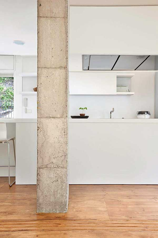 Stunning White Apartment Design Combined With Natural Classic Vintage Single Bonanova Pillar In Brick Piles Count
