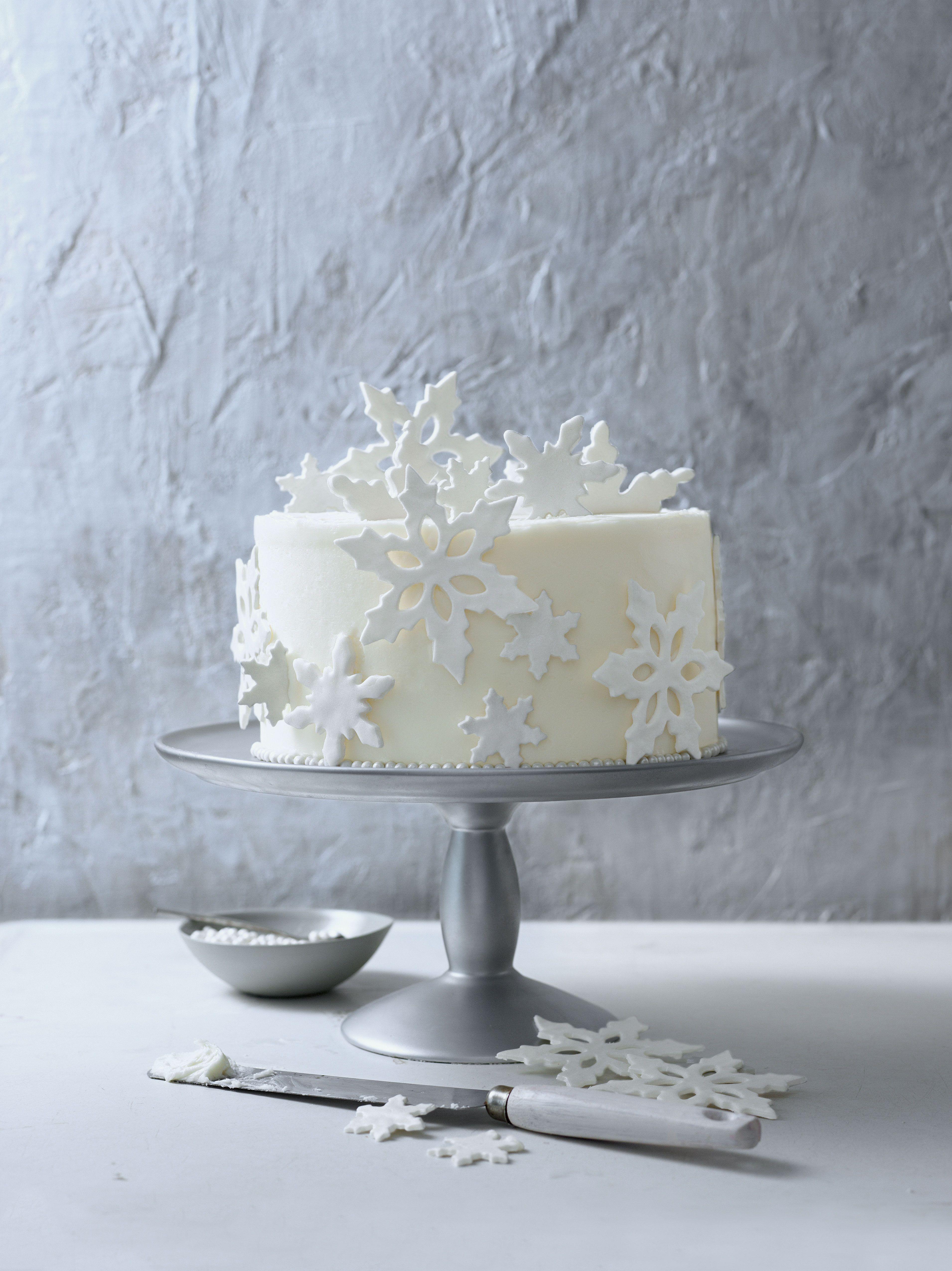 Cake Decorating Ideas Fondant Snowflakes White Birthday Cakes Cake Decorating Icing Novelty Birthday Cakes