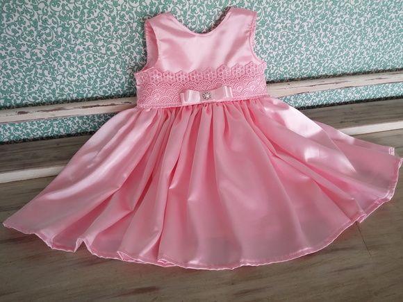 b83f8d06f7 Vestido Tamanhos GG (9-12 meses) Confeccionado em cetim com elastano.  Detalhe