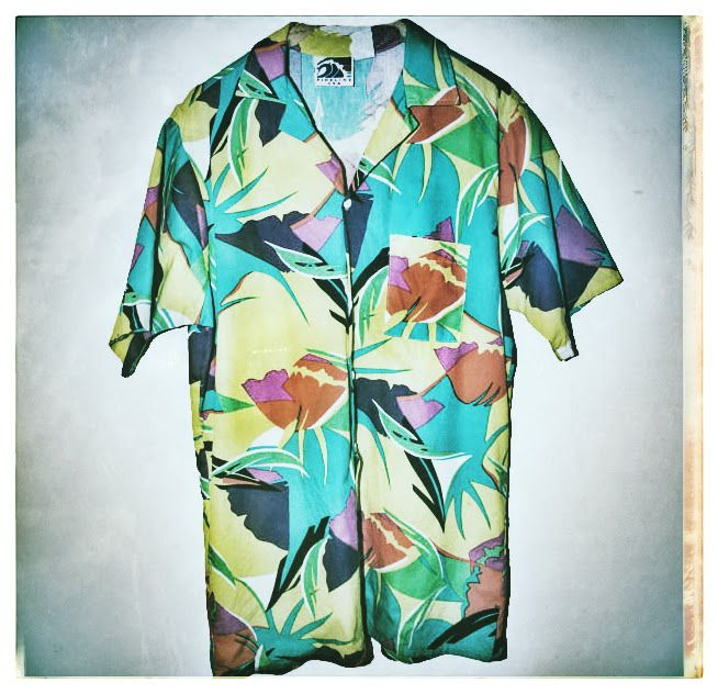For a throwback Thursday these vintage Pipeline Clothes  Gear aloha shirt keep on popping up... this one was one of my favorites back in the day! Have a great Thursday.  #vintage #throwbackthursday #tbt #pipeline #pipelinegear #hawaii #aloha #surfshop #surfreport #northshoreoahu #oahu #thursday #honolulu #surf #alohashirt #pipelinesurfshop