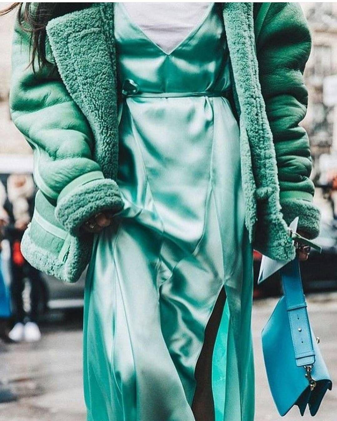 #fashionshow #fashion #runway #model #fashionweek #style #designer #pfw #fashionista #mfw #instafashion #collection #fashiondesigner #designers #parisfashionweek #nyfw #fw15 #couture #hautecouture #mbfw #fashiondesign #streetstyle #design #ootd