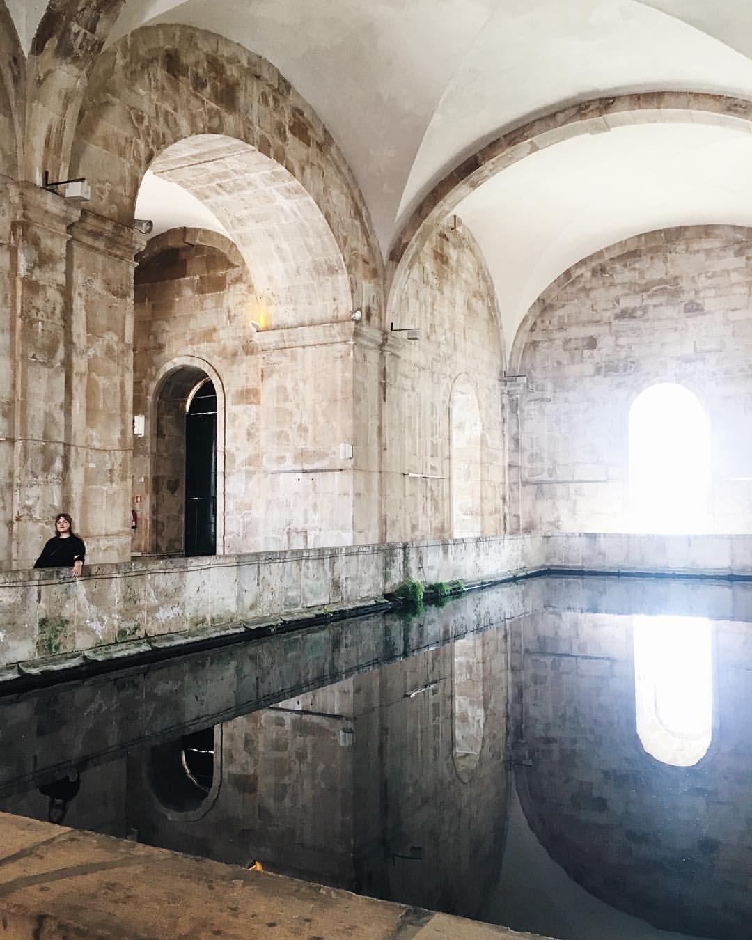 """2,095 gilla-markeringar, 7 kommentarer - Flora Wiström (@florawis) på Instagram: """"perfekt, vi som blev så törstiga i den tjugosjugradiga värmen"""" Portugal"""