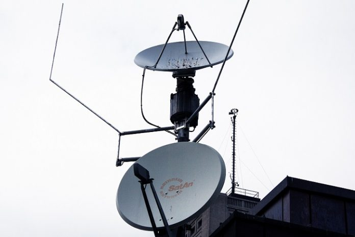 Best Tv Antenna Amplifier Reviews Tv Antenna Satellite Antenna Television Antenna