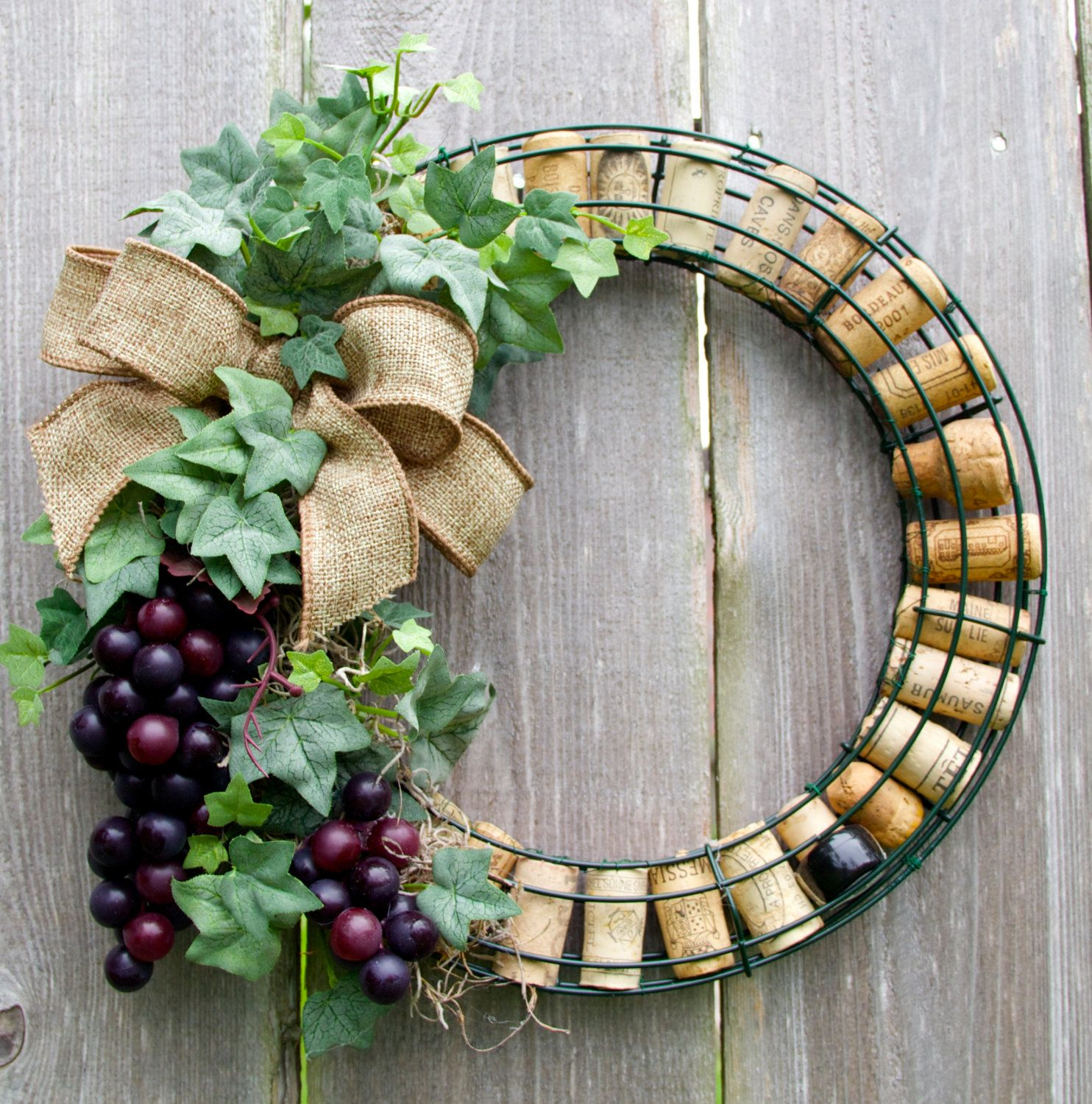 Wine cork wreath with grapes by darsisdesigns on etsy for Crafts to make with wine corks