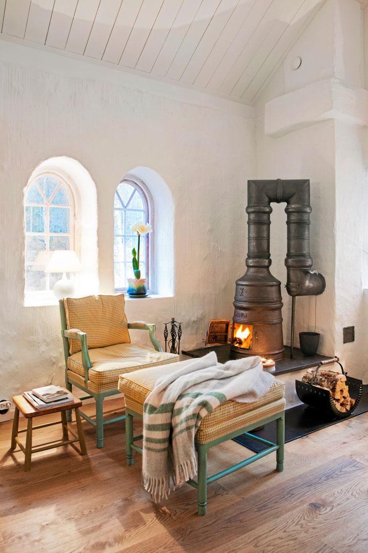 Gunillas dröm var att någon gång få bo i ett rappat 1700-talshus. Att det huset…