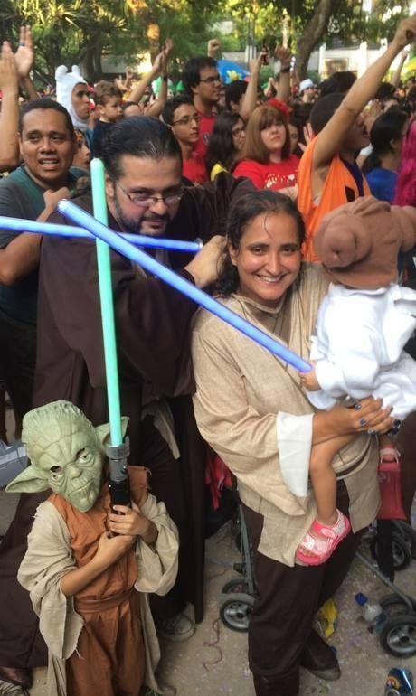 Star Wars family / Credit: O Globo #carnival2015 #braziliancarnival2015 #carnival #braziliancarnival #carnivalfantasy