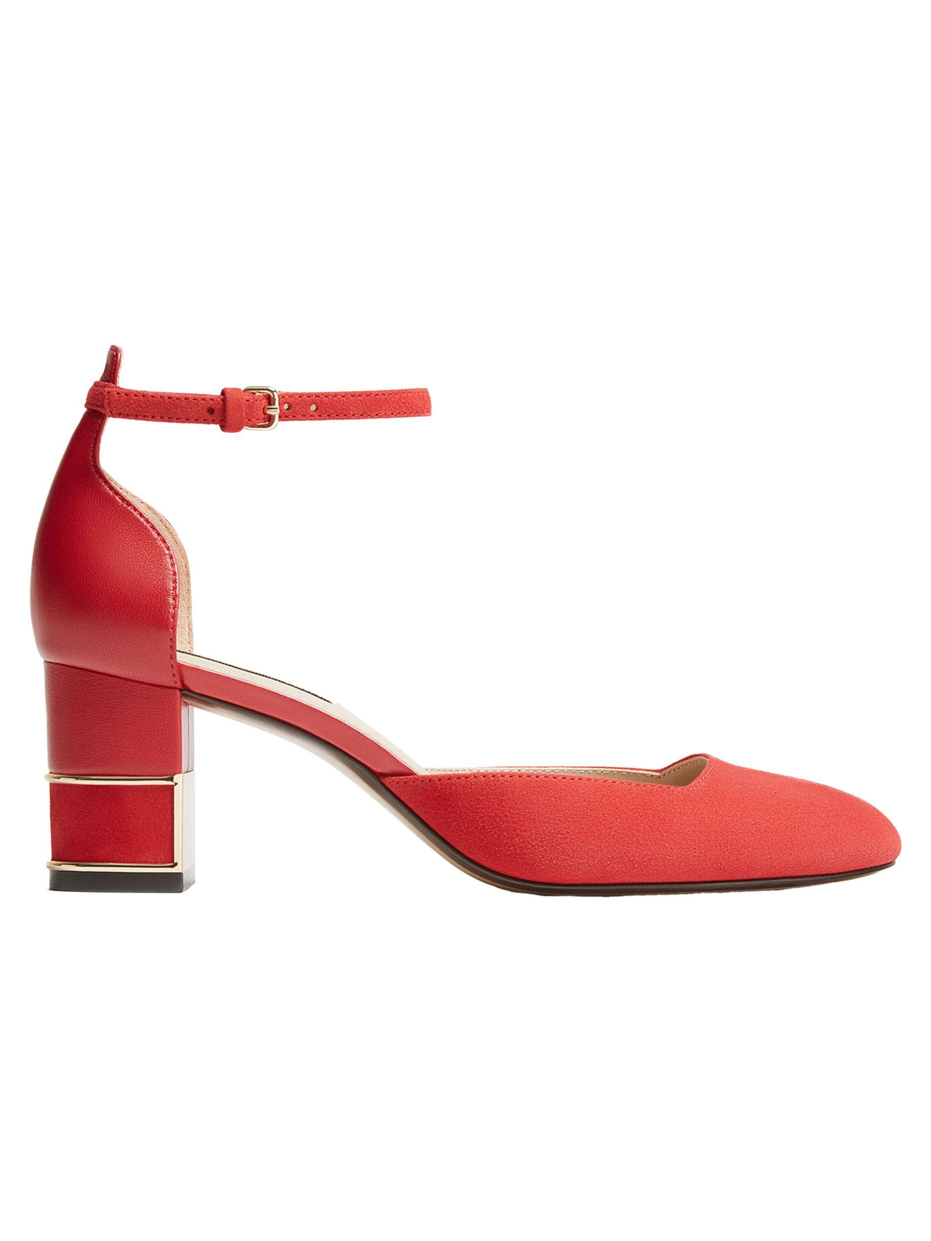 aaaad32533d Zapato salón combinado en piel ante y napa color rojo. Detalle de cierre  con pulsera al tobillo. Tacón con detalle metálico en dorado.