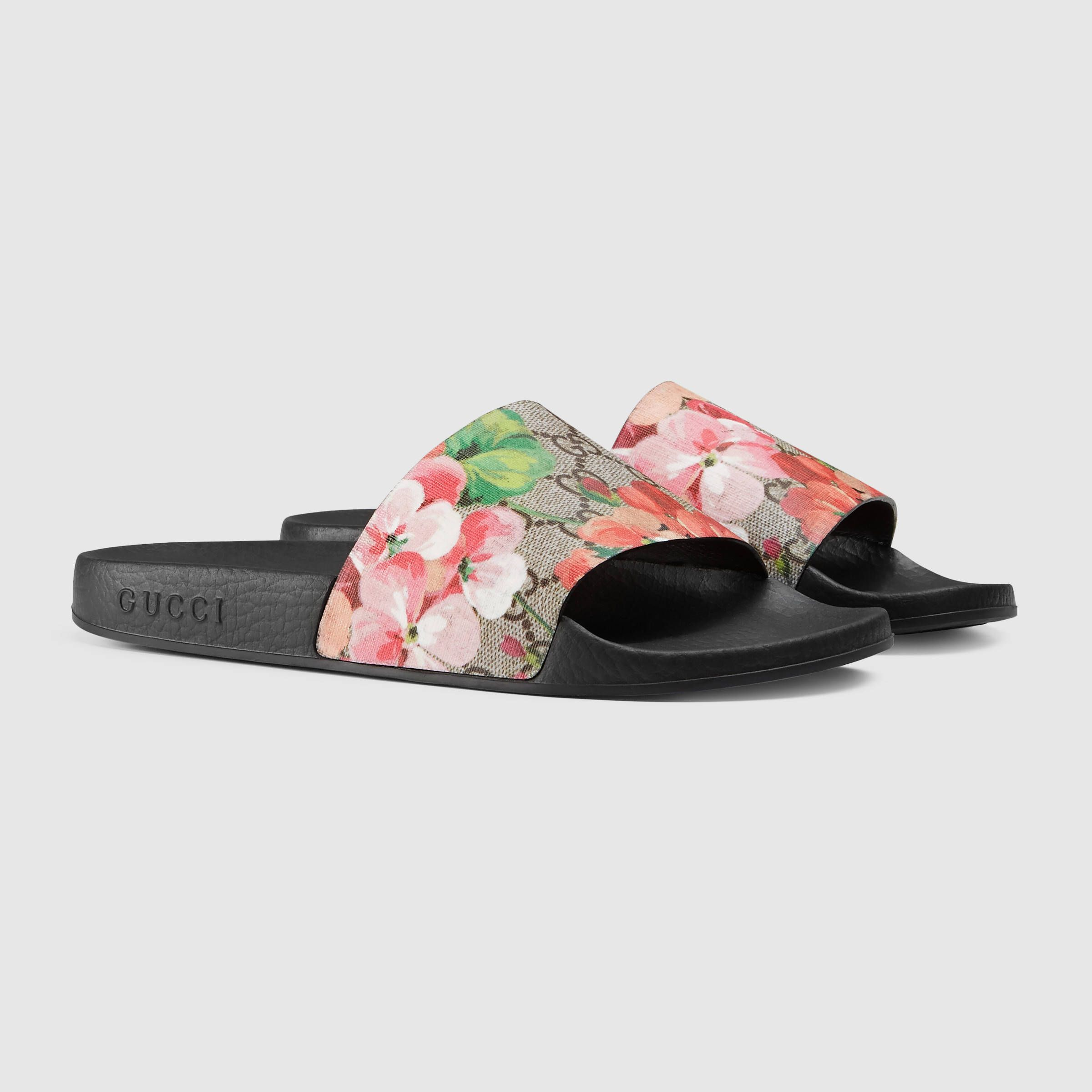 63a4ee1b27 GG Blooms Supreme slide sandal - Gucci Women s Sandals 408508KU2008919