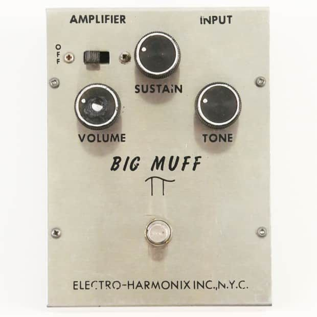 For sale is this 1968 Electro Harmonix Big Muff fuzz pedal. This early triangle knob example is in perfect working order and very excellent cosmetic condition. One knob displays damage where a pot shaft broke through the top of the plastic knob, otherwise, it's quite nice. This pedal sounds incre...