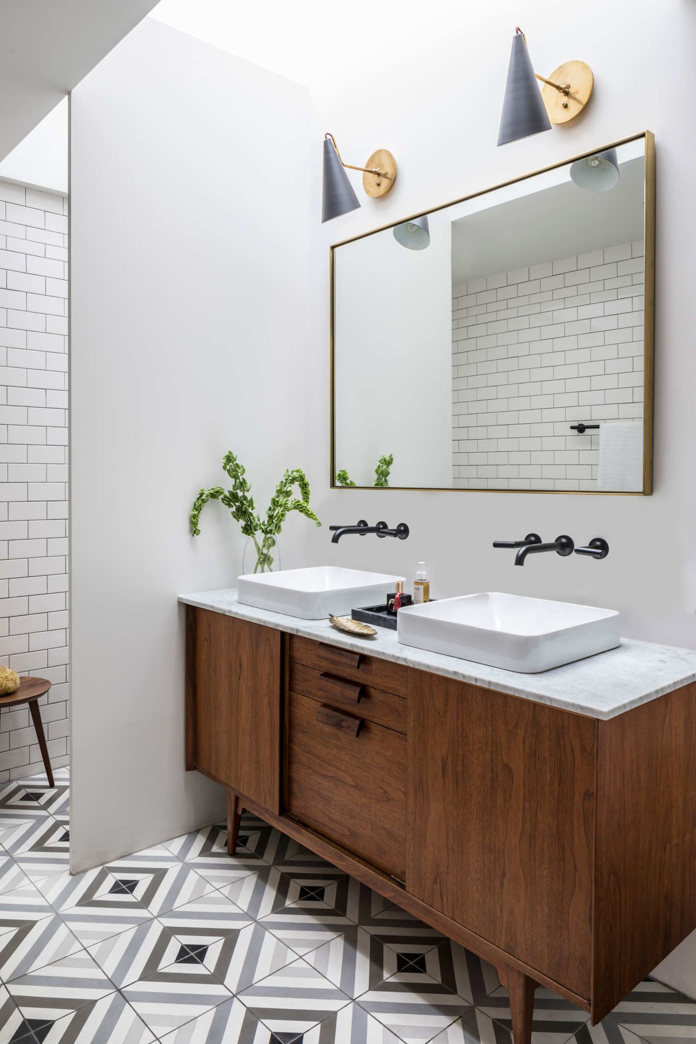 An Airy Modern Home In A 19th Century Bread Factory Modern Bathroom Design Mid Century Modern Bathroom Wooden Bathroom
