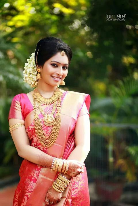 Traditional Southern Indian Bride Wearing Bridal Silk Saree Jewellery And Hairstyle Indianbridalmakeup Indianbridalfashion