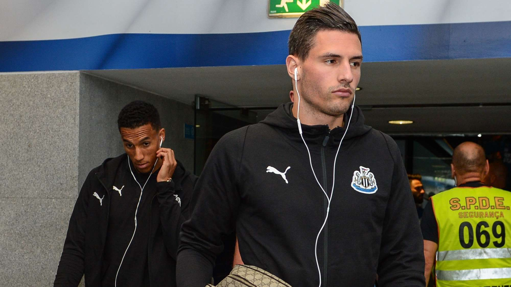 Fabian Schar Feels For Florian Lejeune But He Is Here To Play Feelings Newcastle United Nike Jacket