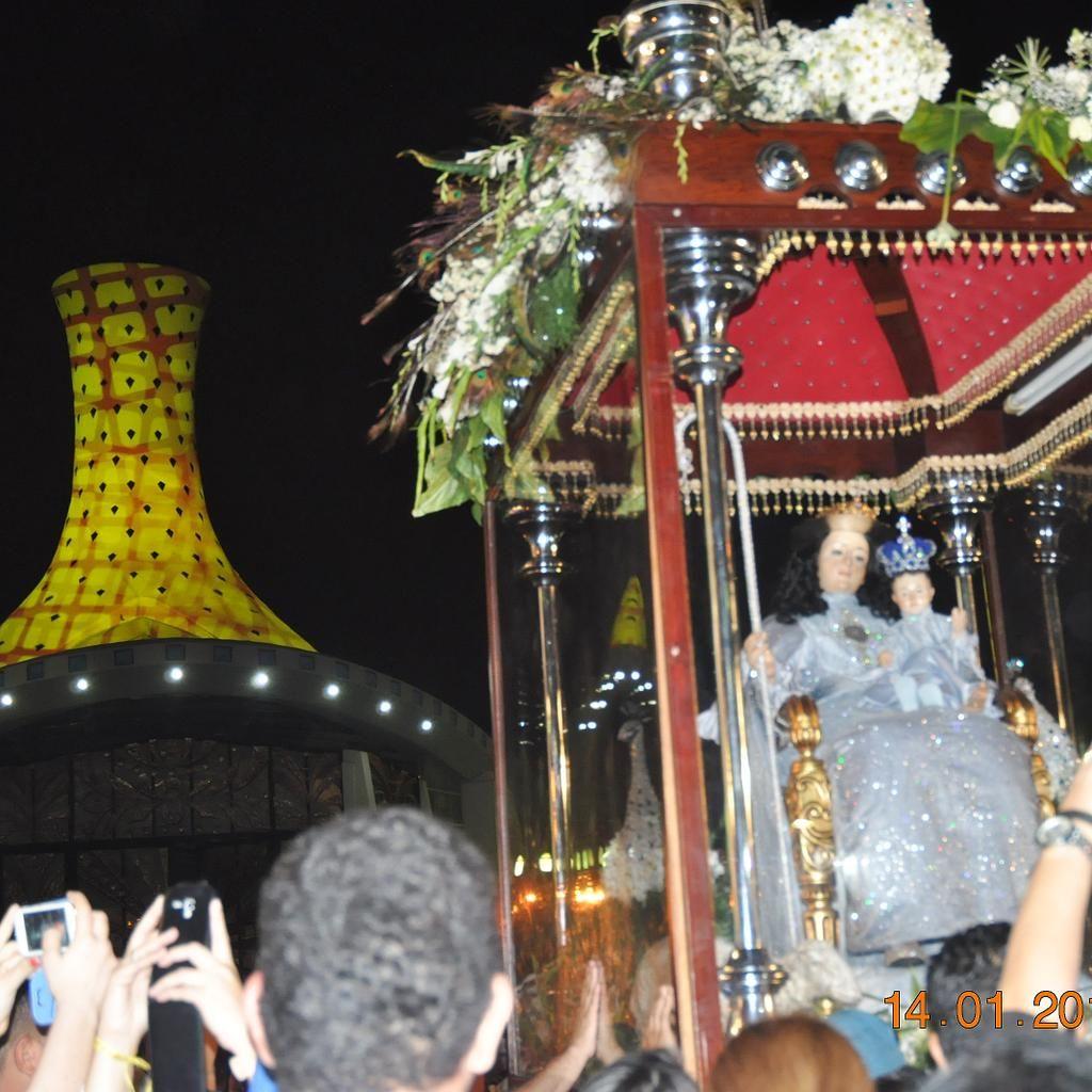 """""""Acompañamos la sagrada imagen de nuestra patrona desde #SantaRosa hasta la catedral de #Barquisimeto"""""""