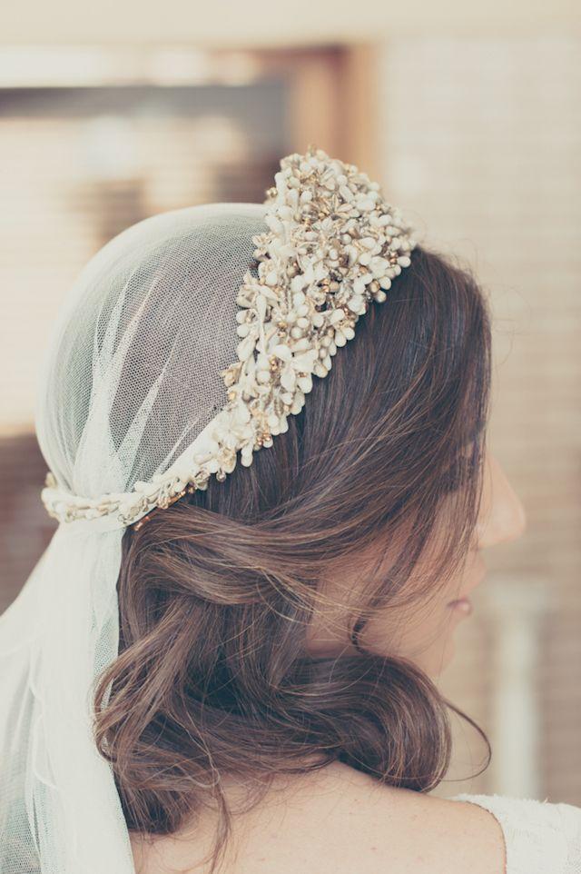 06aa361f34 boda novia elegante invitada look diadema mayz azahar blog atodoconfetti