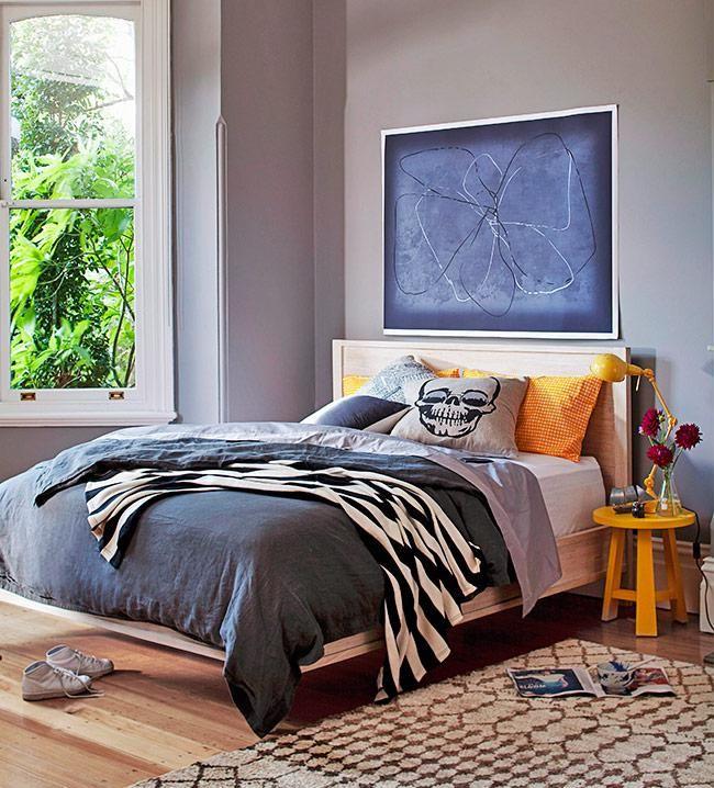 No quarto: Na frente, na lateral ou abaixo da cama cobrindo as duas extremidades para que a primeira sensação ao acordar seja a de uma textura macia. No quarto há liberdade para distribuir o tapete de diferentes maneiras, dependendo do tamanho do seu espaço.