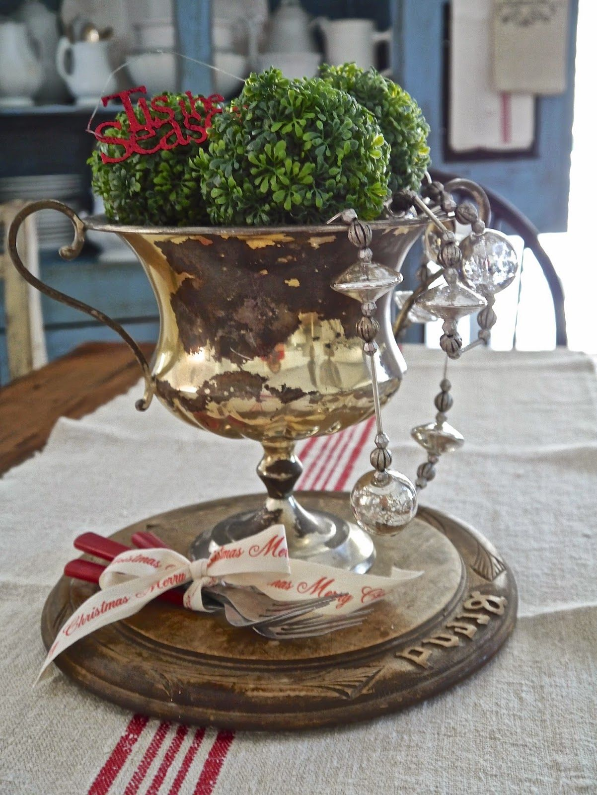Chateau Chic  Easy Christmas Centerpiece