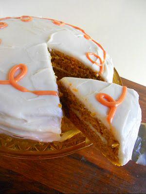 Pastel de calabaza con especias de arce glaseado de queso crema Vegan
