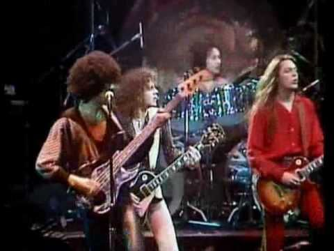 Hq Thin Lizzy The Boys Are Back In Town Live And Dangerous Hq Youtube Thin Lizzy One Hit Wonder 80s Music Videos