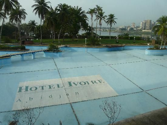 Abidjan cote divoire abandoned swimming pool 1 for Disused swimming pools