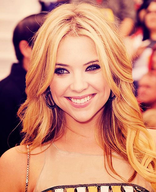 Can I Please Wake Up And Look Like Ashley Benson Cool Hairstyles